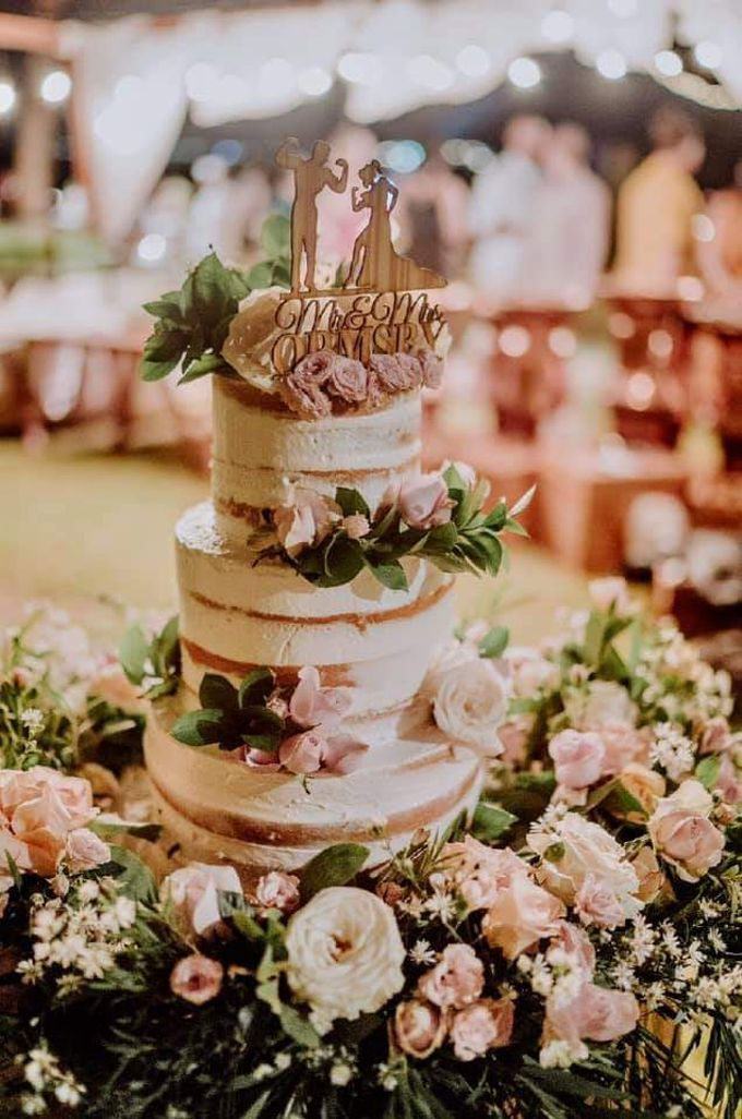 The Wedding Cake Of Catherine & Caleb by Moia Cake - 004