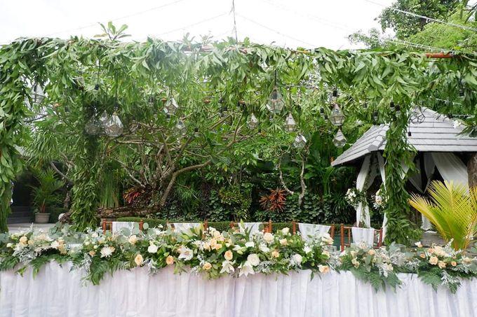 The Wedding Cake Of Kirk & Samantha by Florenca Bali Florist - 008