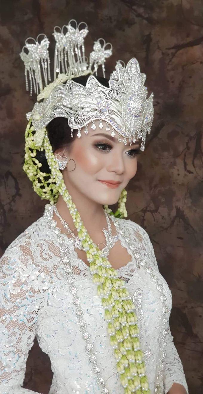 Sunda Siger Bride by Sanggar Rias Indah  Bridestory.com