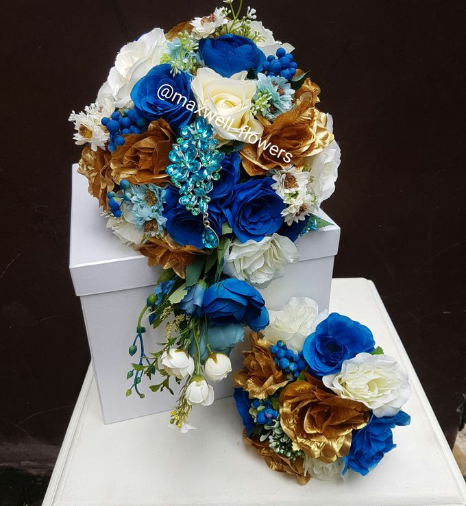 Hand Bouquet by Maxwell Flowers - 005