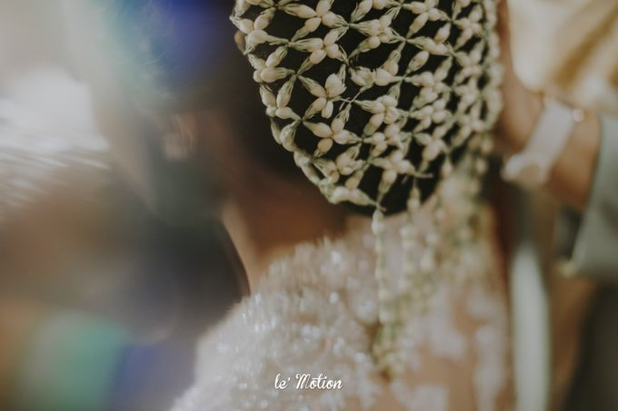 Traditional Sundanese and Minang Fusion Wedding of Felli & Reza by Le Motion - 015