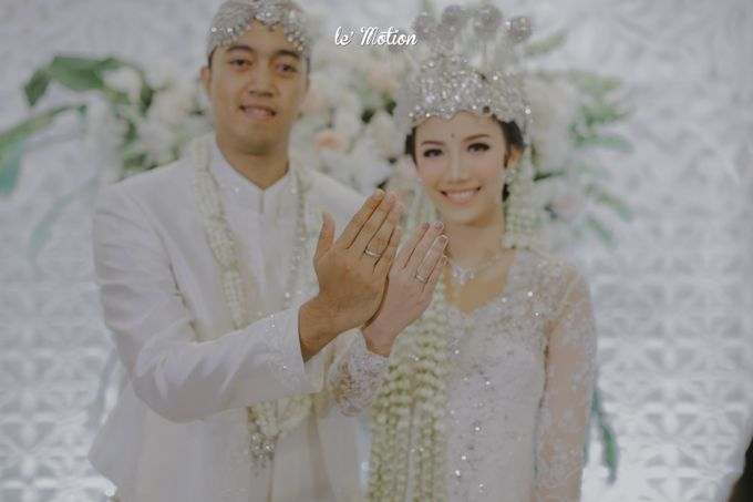 Traditional Sundanese and Minang Fusion Wedding of Felli & Reza by Verakebaya - 002