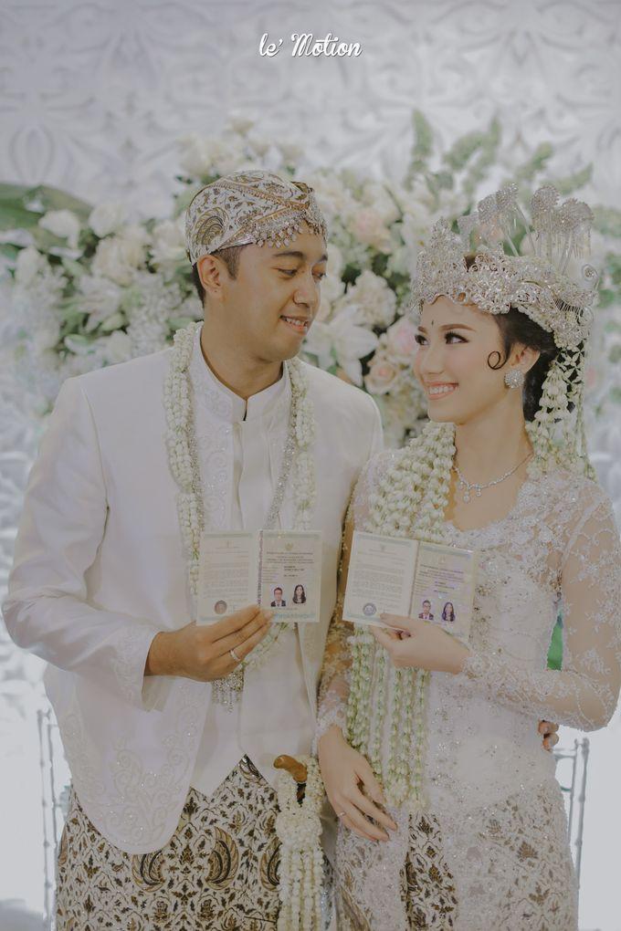 Traditional Sundanese and Minang Fusion Wedding of Felli & Reza by Le Motion - 024