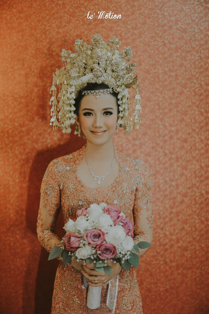 Traditional Sundanese and Minang Fusion Wedding of Felli & Reza by Verakebaya - 008
