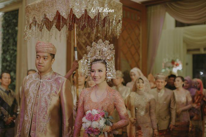 Traditional Sundanese and Minang Fusion Wedding of Felli & Reza by Le Motion - 036