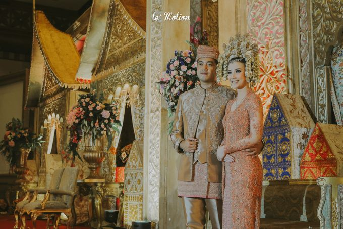 Traditional Sundanese and Minang Fusion Wedding of Felli & Reza by Verakebaya - 007