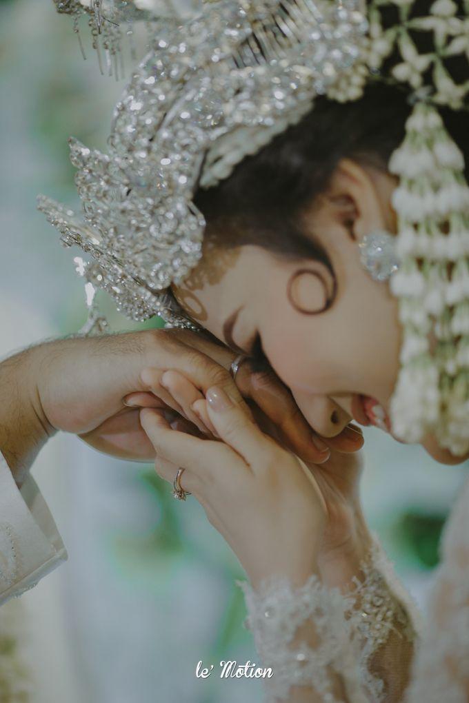 Traditional Sundanese and Minang Fusion Wedding of Felli & Reza by Le Motion - 023
