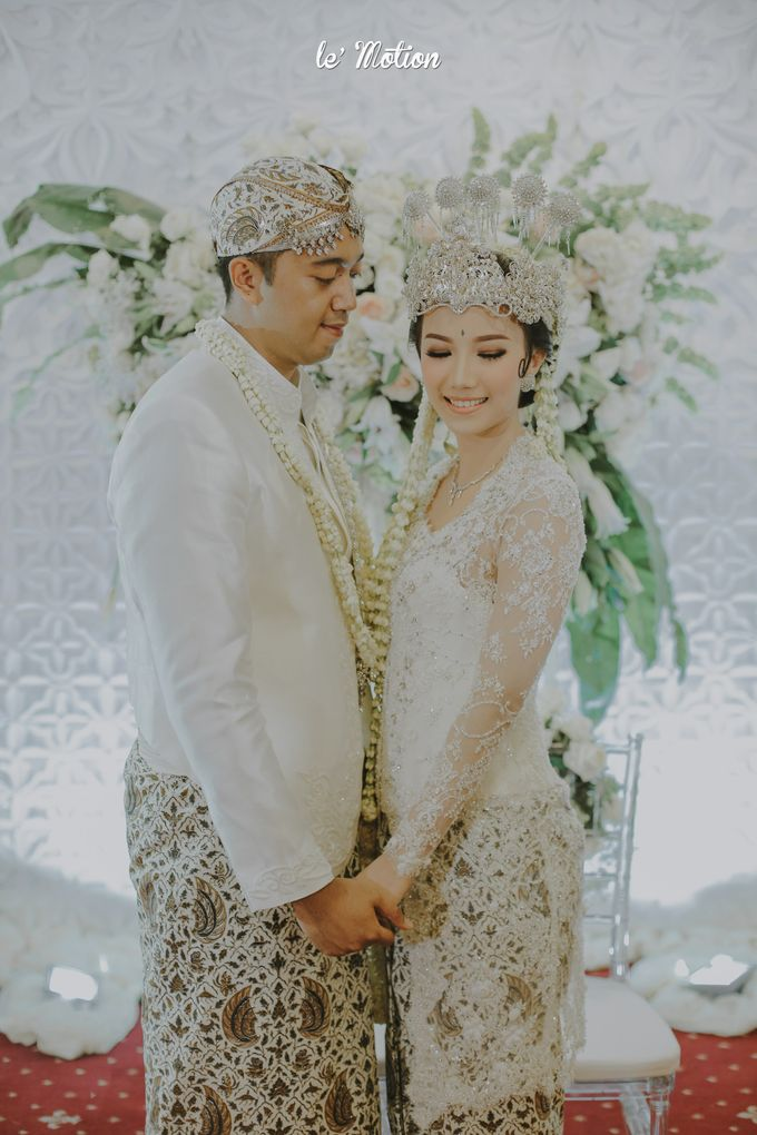Traditional Sundanese and Minang Fusion Wedding of Felli & Reza by Le Motion - 030