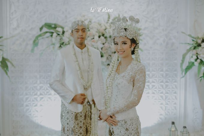 Traditional Sundanese and Minang Fusion Wedding of Felli & Reza by Verakebaya - 006