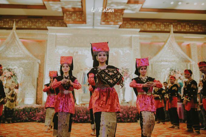 Traditional Sundanese and Minang Fusion Wedding of Felli & Reza by Le Motion - 037