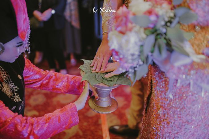 Traditional Sundanese and Minang Fusion Wedding of Felli & Reza by Le Motion - 038