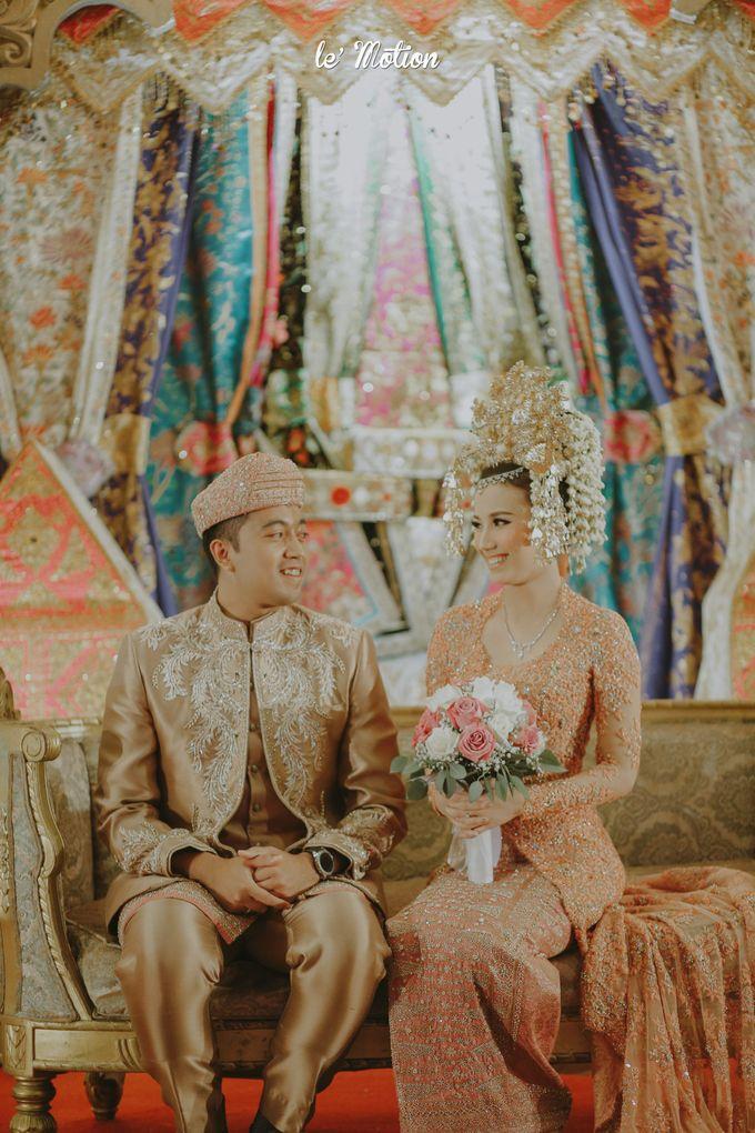 Traditional Sundanese and Minang Fusion Wedding of Felli & Reza by Le Motion - 040