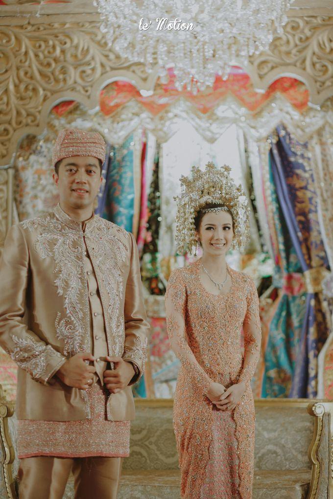 Traditional Sundanese and Minang Fusion Wedding of Felli & Reza by Le Motion - 043