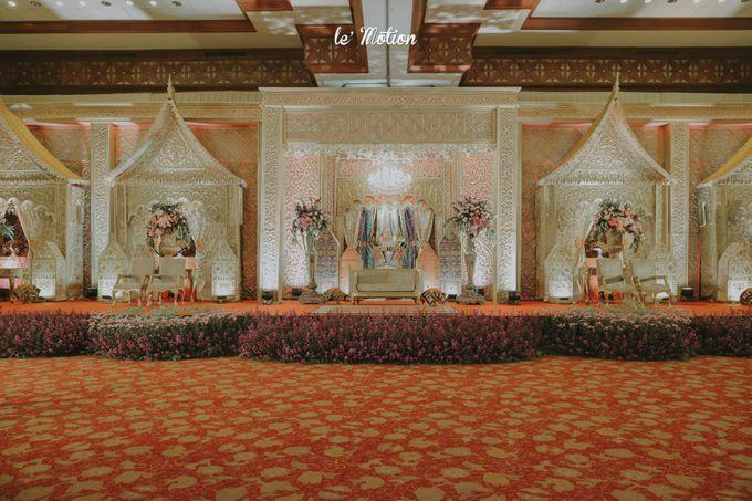Traditional Sundanese and Minang Fusion Wedding of Felli & Reza by Le Motion - 044