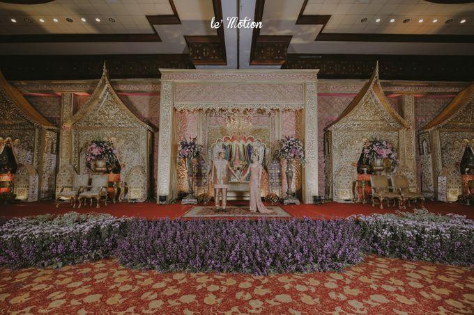 Traditional Sundanese and Minang Fusion Wedding of Felli & Reza by Le Motion - 046