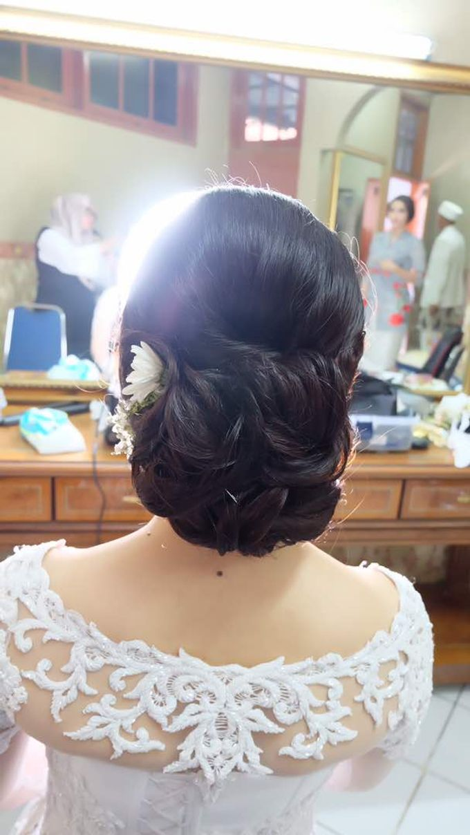 Hairdo Bride by Makeup And Hairdo By iis - 004