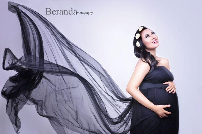 Maternity Simple Photo Studio by BERANDA PHOTOGRAPHY - 001