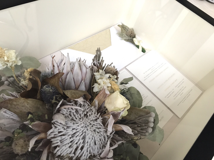 Perserved Monochrome bouquet by CONSERVÉ FLOWER PRESERVATION - 002