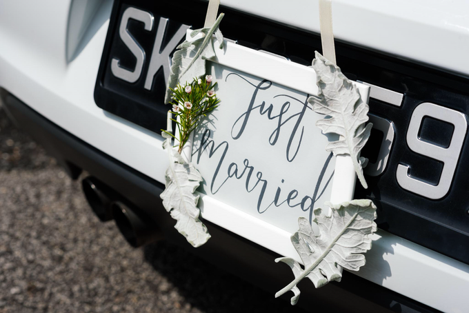 Bridal car engagement photoshoot  by Liz Florals - 008