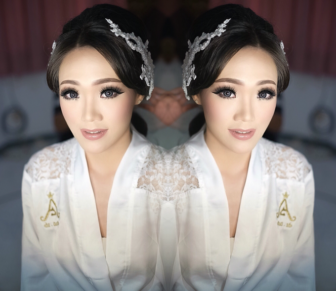 Wedding makeup for Ms Monica - Semarang by Imel Vilentcia Make Up Artist - 003
