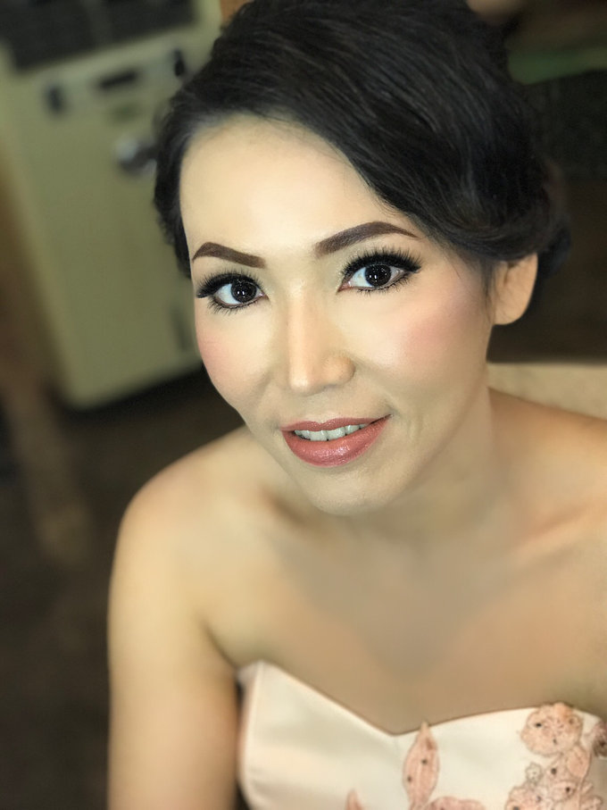 Party makeup by AyuAbriyantimakeupartist - 048