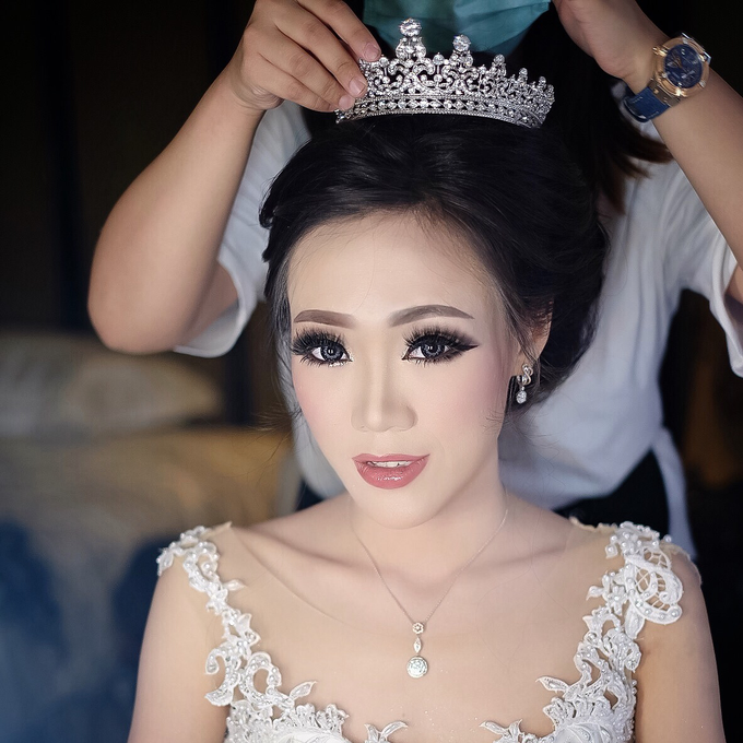 Wedding makeup for Ms Monica - Semarang by Imel Vilentcia Make Up Artist - 005