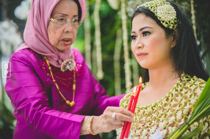Wedding make up for Tara Rawindra (Javanese Paes& Padang) and Kathya Paramitha (National) by Yoga Septa Make Up Artist - 022