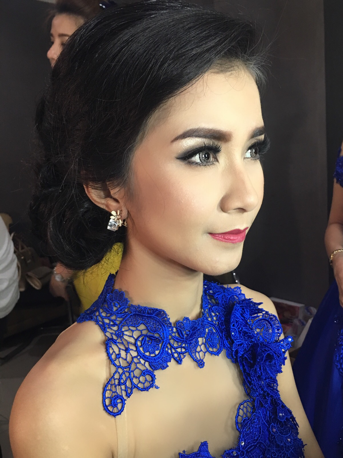 Party makeup by AyuAbriyantimakeupartist - 035