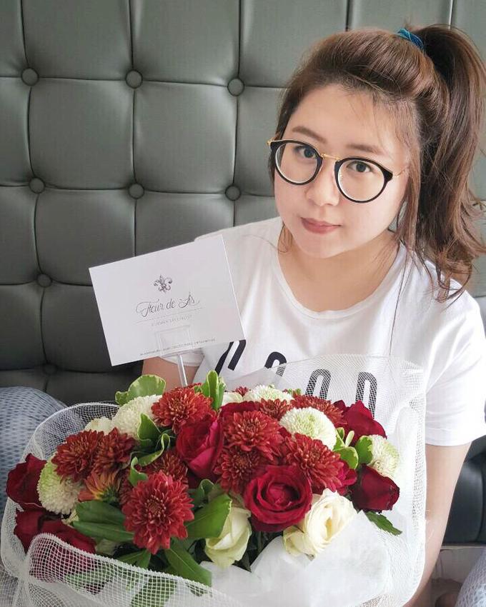 Classic Red (Wrapped Bouquet) by Fleur de Lis - 005