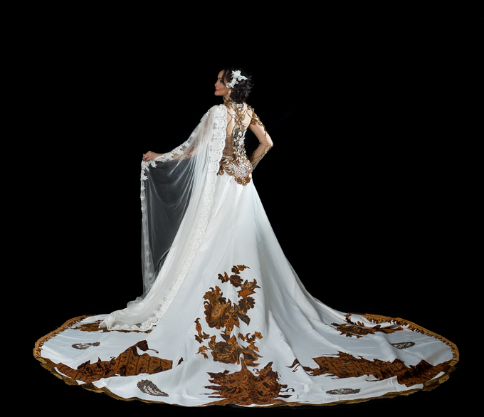 Wedding Gowns by Berkat Kebaya By Devina Shanti - 029
