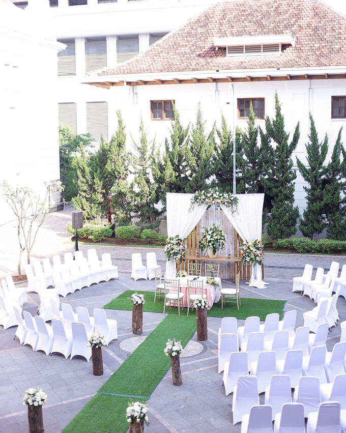 The wedding revi adit by maeera decoration bridestory add to board the wedding revi adit by museum bank indonesia outdoor wedding 002 junglespirit Image collections