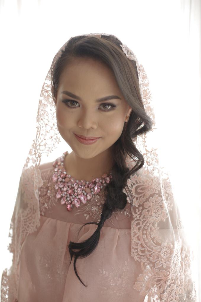 Wedding make up for Tara Rawindra (Javanese Paes& Padang) and Kathya Paramitha (National) by Yoga Septa Make Up Artist - 008