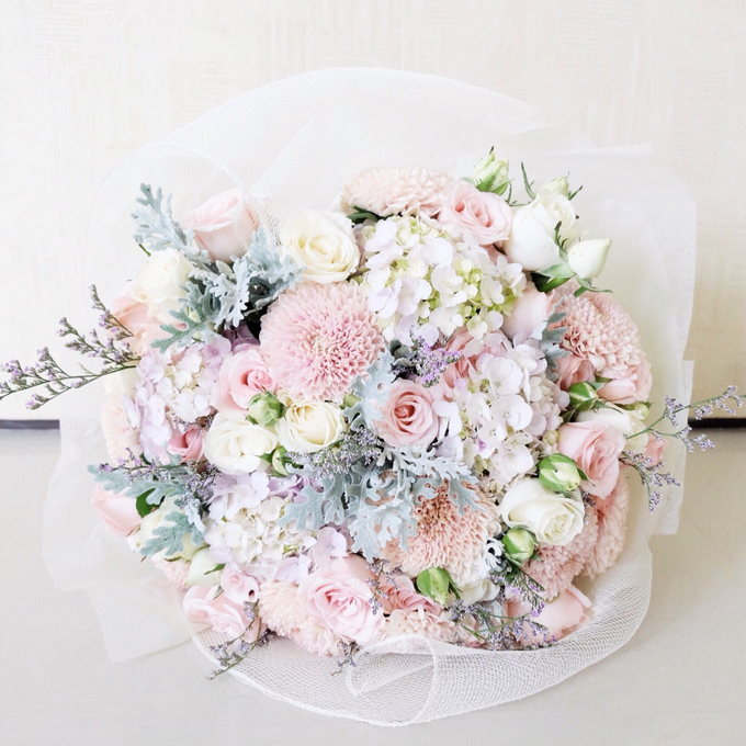 Wrapped flower bouquet by Fleur de Lis - 027