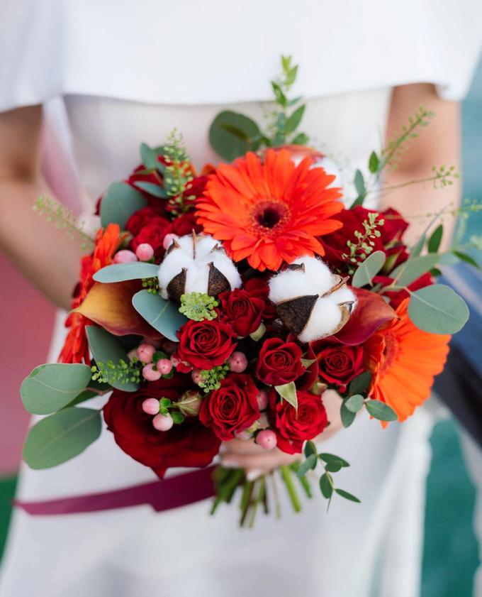 Boat Wedding Florals - Louis & Qiuwen by Liz Florals - 001