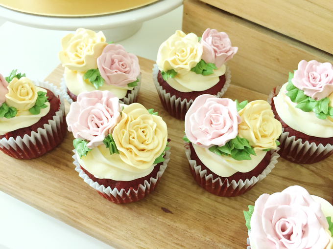 Floral cupcakes by The Rosette Co - 012