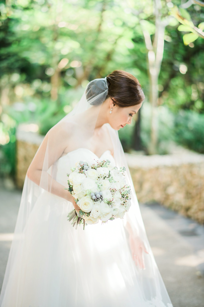 SIMPLE WEDDING DRESS TAIL BISA DI LEPAS by TS BRIDAL BALI - 016