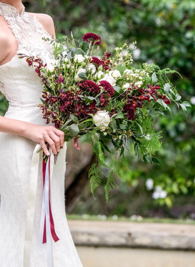 Wild burgundy bouquet by Liz Florals - 001