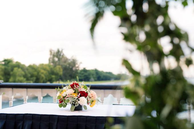 Boat Wedding Florals - Louis & Qiuwen by Liz Florals - 007