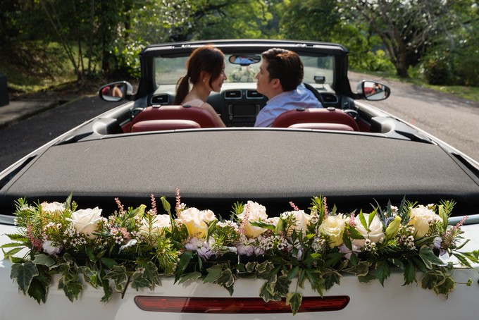 Bridal car engagement photoshoot  by Liz Florals - 007
