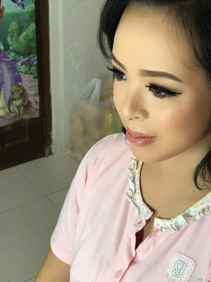 Party makeup by AyuAbriyantimakeupartist - 042