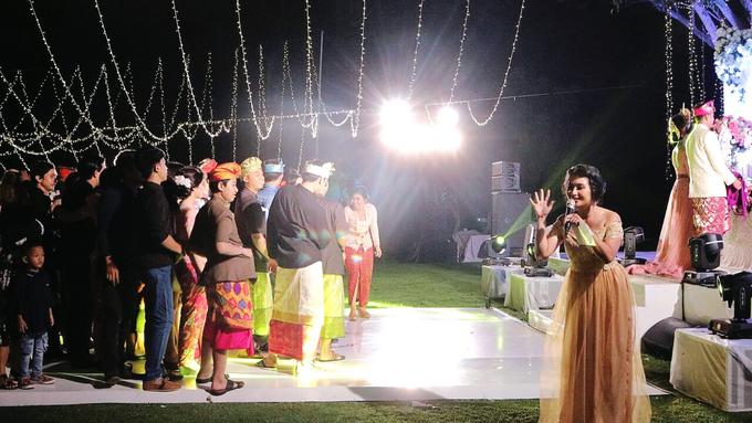Balinese Wedding Reception of Ina & Dwipa by Tirza Zoraya - 010