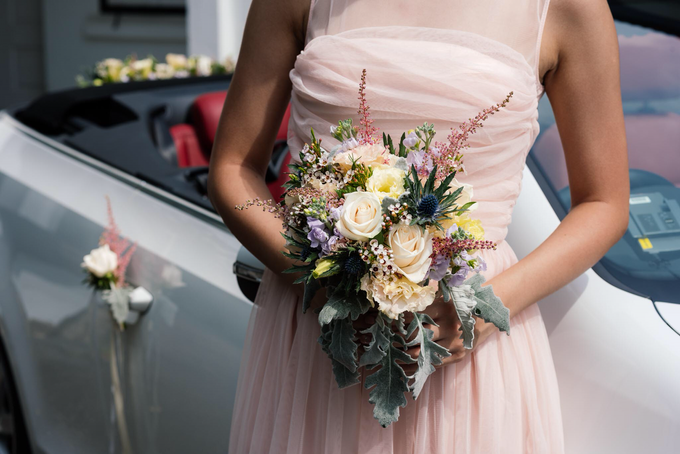 Bridal car engagement photoshoot  by Liz Florals - 006