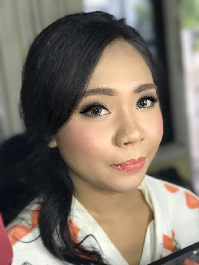 Party makeup by AyuAbriyantimakeupartist - 014