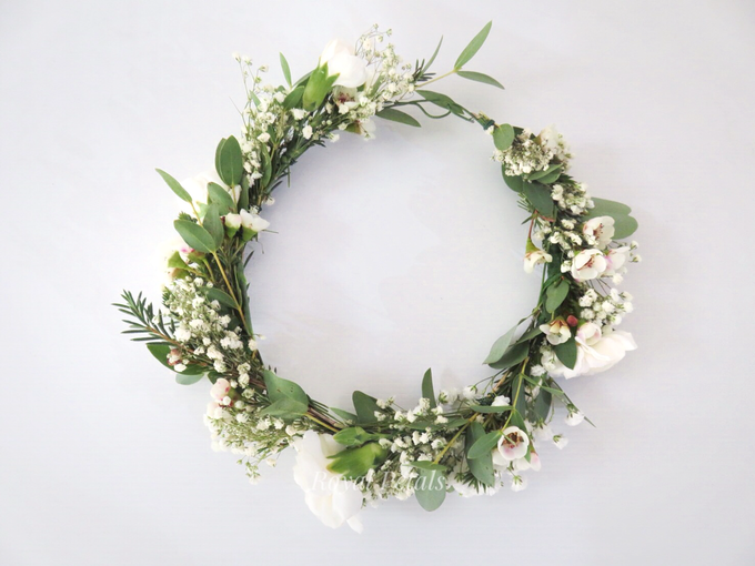Hair piece in greenery white by Royal Petals - 001