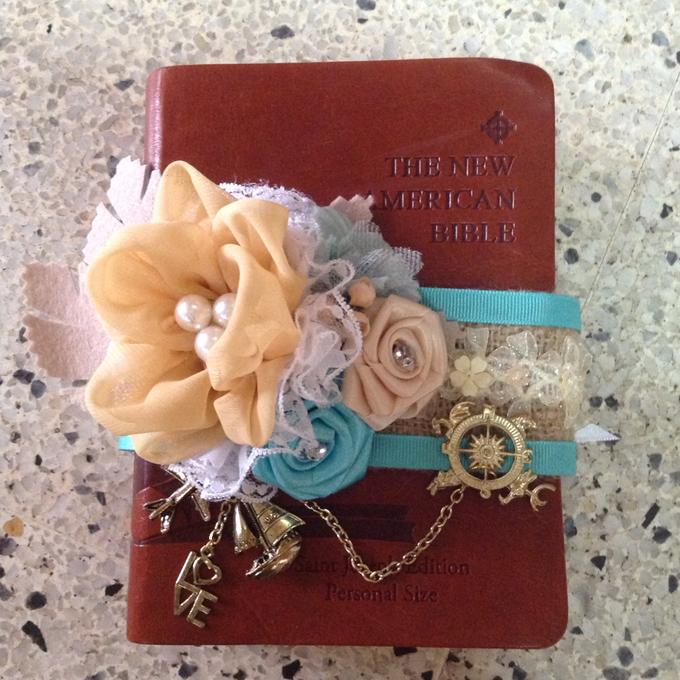 rustic travel themed wedding accessories by Duane's Fleur Creatif - 009
