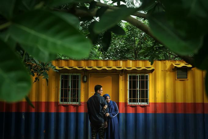Story of prewedding : Yuni & Muklis by glamour photography - 001