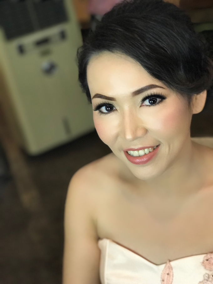 Party makeup by AyuAbriyantimakeupartist - 049
