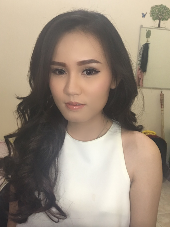 Party makeup by AyuAbriyantimakeupartist - 033