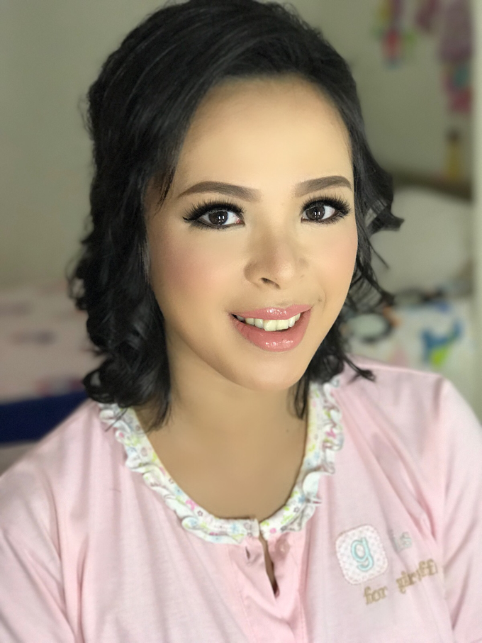 Party makeup by AyuAbriyantimakeupartist - 041