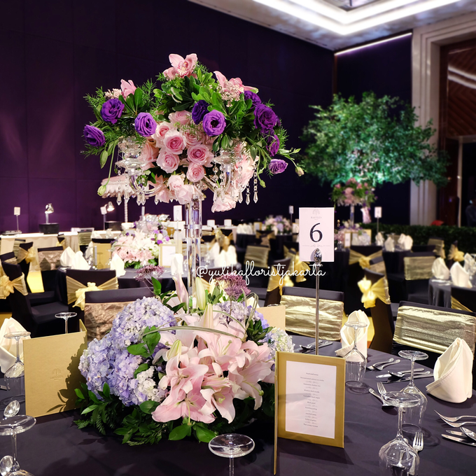 Raffles hotel vip table arrangement by yulika florist decor add to board raffles hotel vip table arrangement by suryanto decoration 001 junglespirit Images